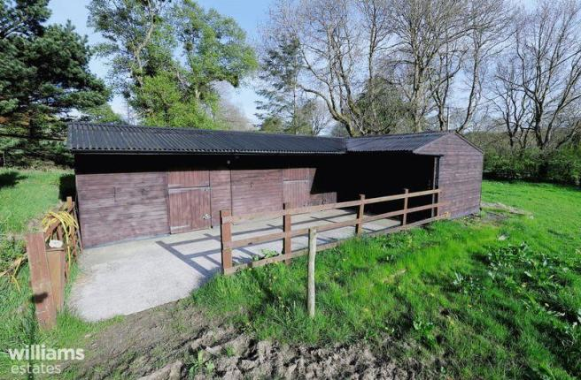 Four horse Stable