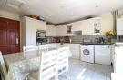 Kitchen & Breakfast