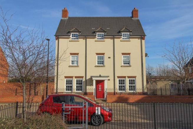 5 bedroom town house for sale in Pheasant Grove, Wixams