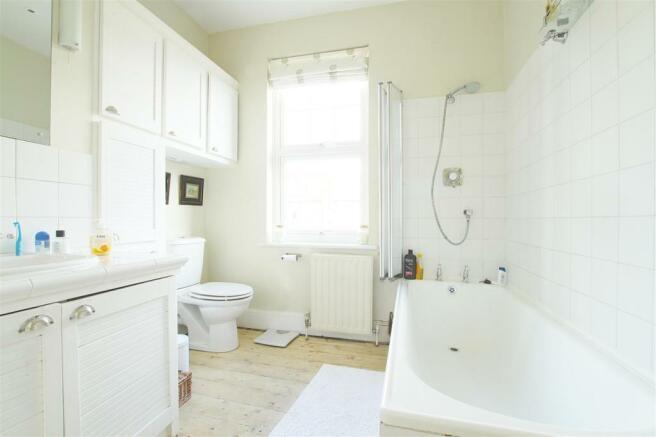 29 Dudley Gardens_ Bathroom.jpg