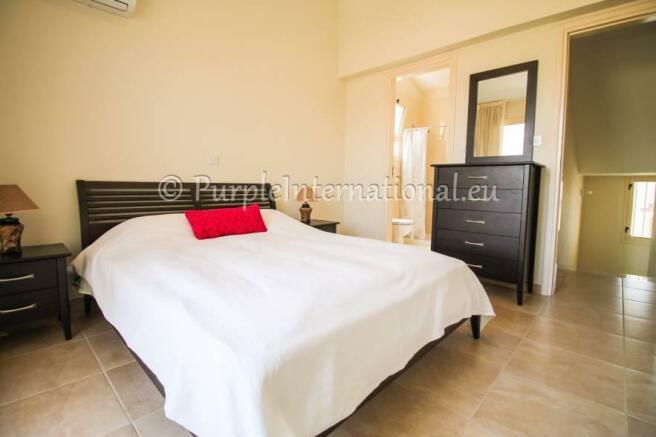 Double Bedroom with En Suite Shower