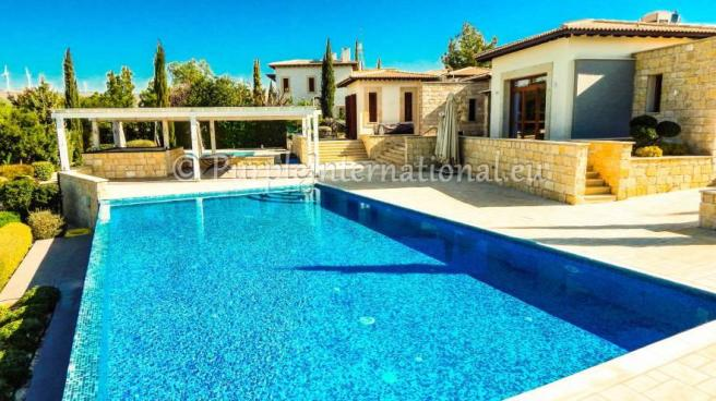 6 Bed Villa With Private Pool