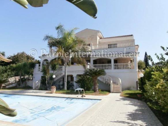 Beautiful 5 Bed Villa in Kissonerga