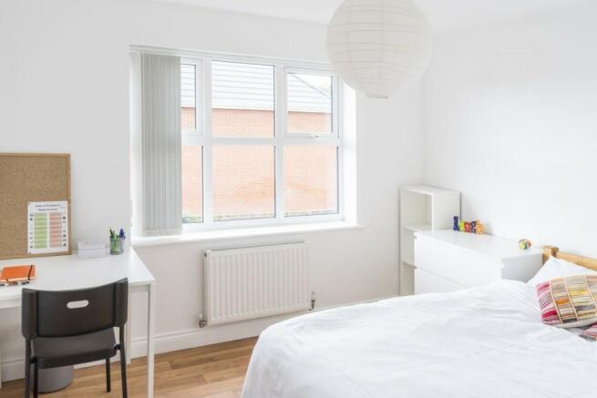 George-Close-bedroom