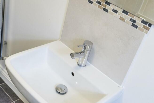George-Close-bathroo