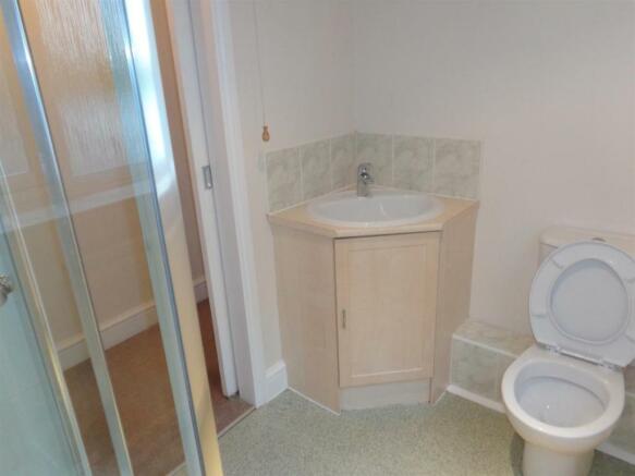 Shower room Peace Cottage.jpg