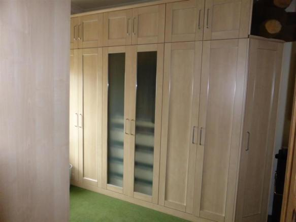 BEDROOM/DRESSING ROOM