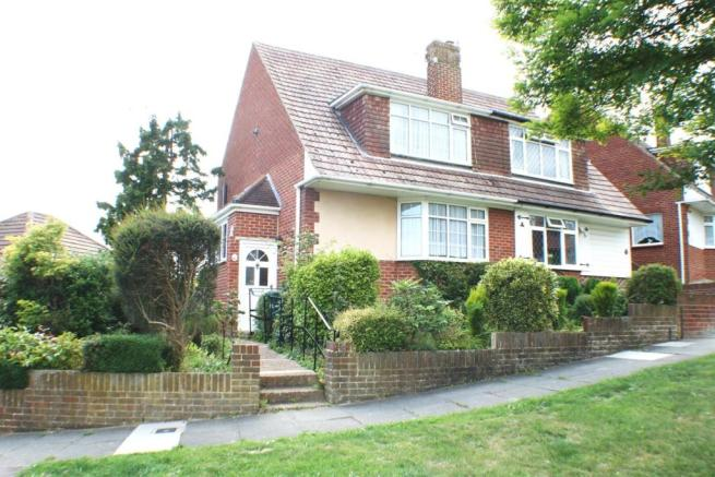 3 bedroom semi-detached house to rent in Gorse Close