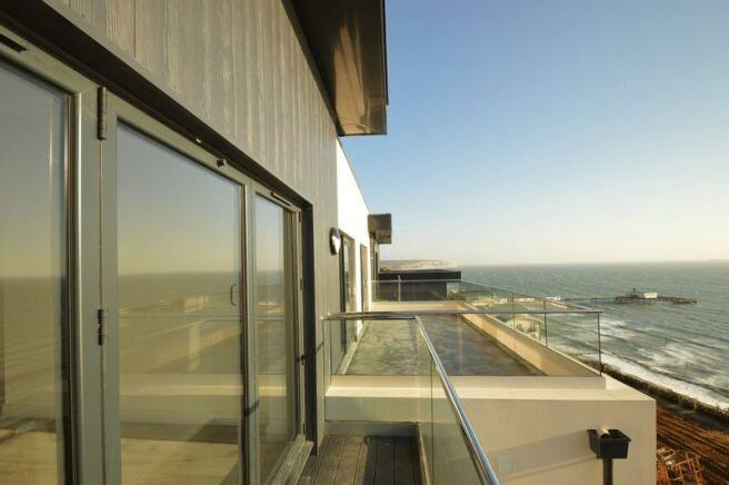 Balcony (Apt 25)