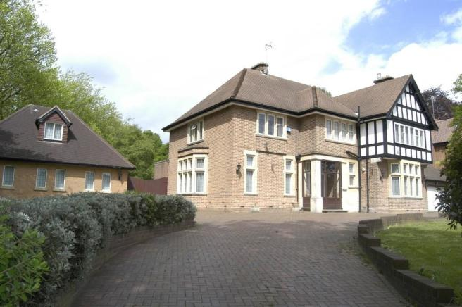 4 Bedroom Detached House For Sale In Farquhar Road