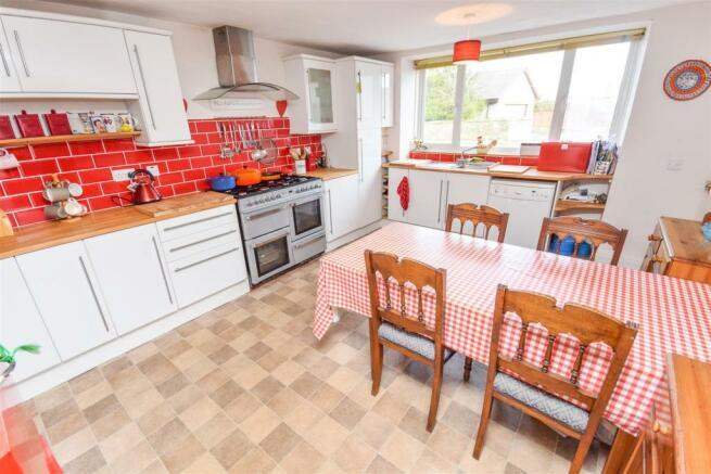 Kitchen 11487334580.jpg