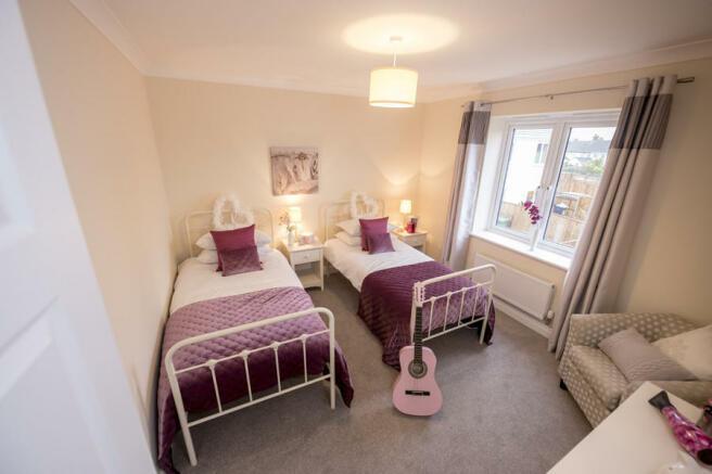 Windsor Bed 3
