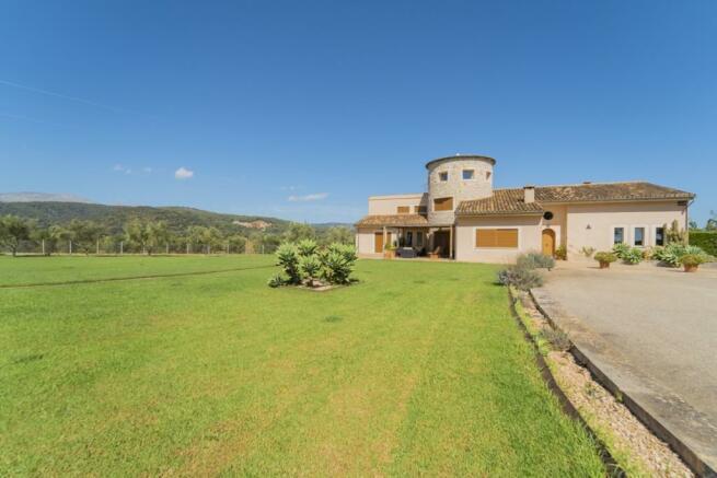 Luxury villa with po