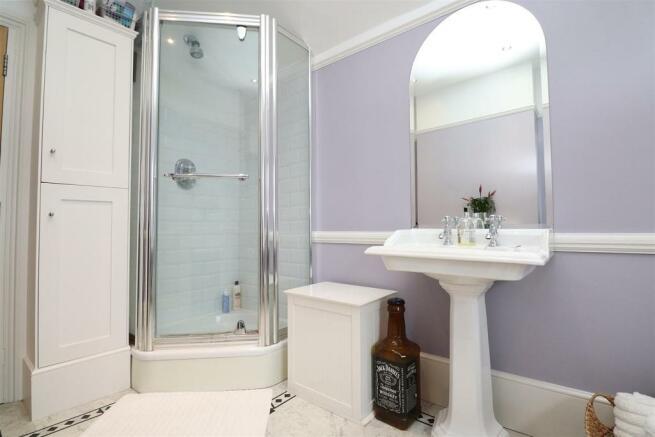 bathroom,n2.JPG