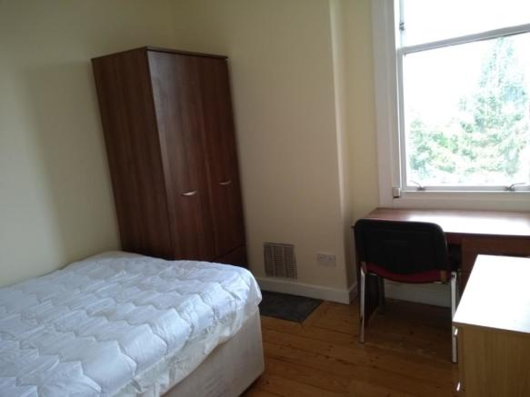4 bedroom flat to rent in Darnley Street, Stirling Town ...