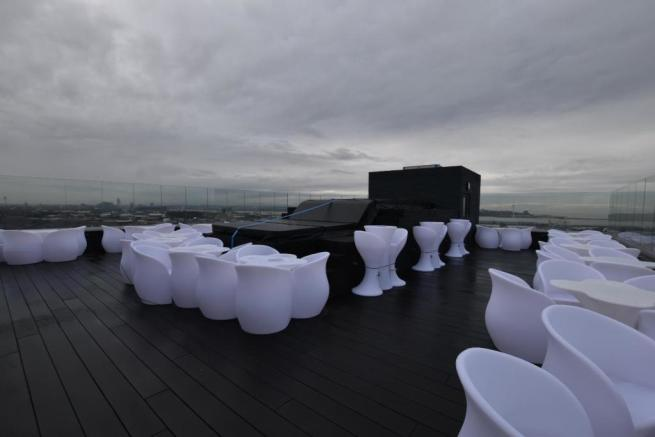 Rooftop Hot Tub and Viewing Area
