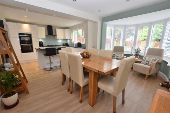 Superb Open Plan Living Dining Kitchen