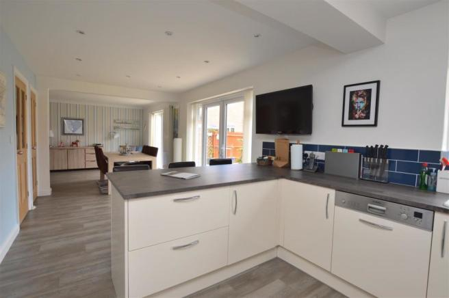 Superb Kitchen/Dining Room/Family Room