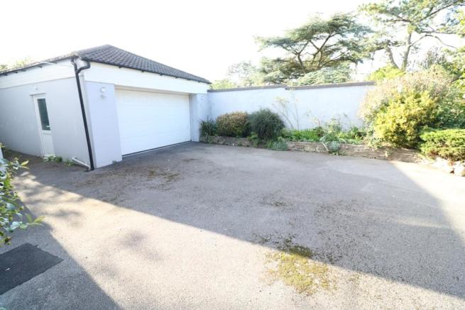 Double Garage/Drivew