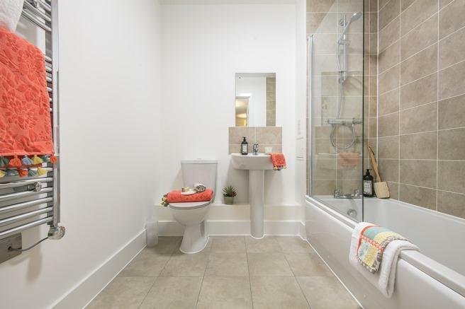 Lyon Square bathroom