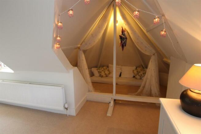 Bedroom 6a.jpg