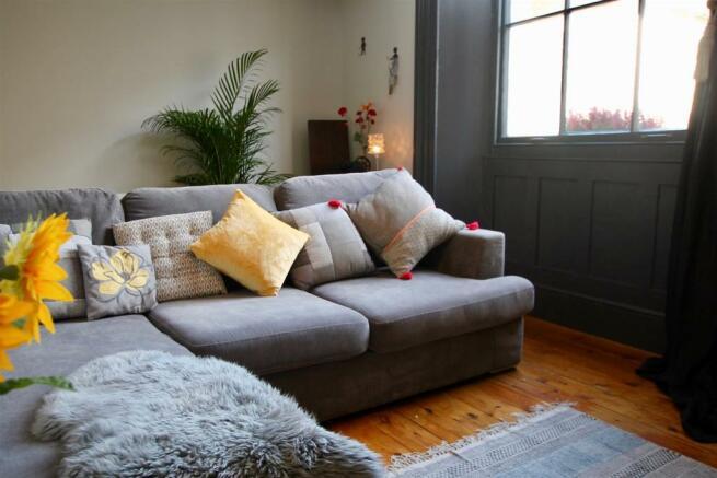 Stunning living room.jpg