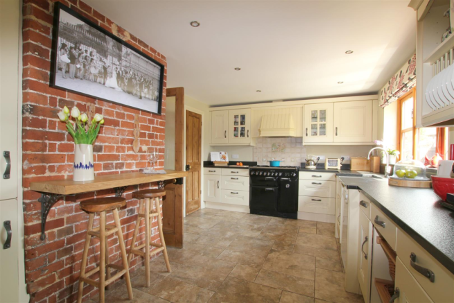 Kitchen with breakfast bar.png