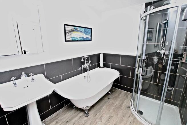 Modern Bathroom Suite.jpg