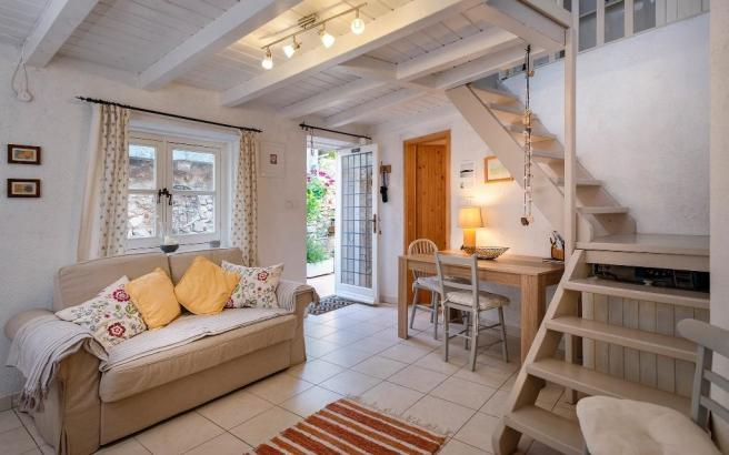 Tri cottage