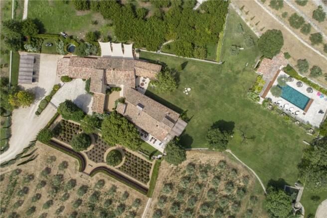 House In Menerbes
