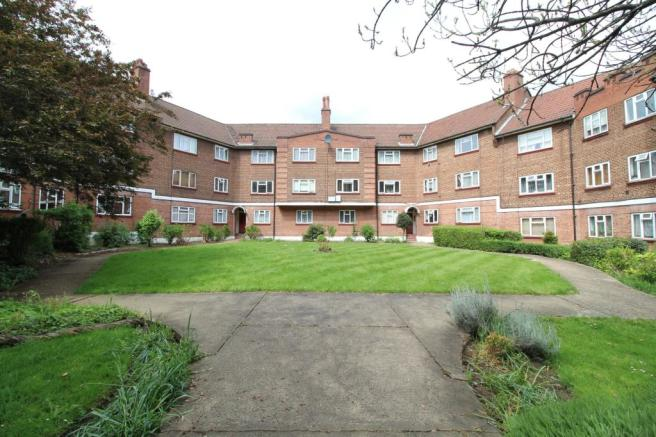 2 bedroom flat to rent in Empire Way, Wembley, Middlesex