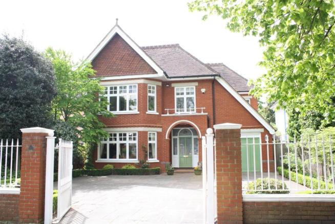 40 Wolsey Road East Molesey EXT.jpg