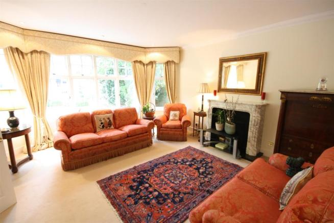 40 Wolesey Road East Molesey lounge 1.jpg