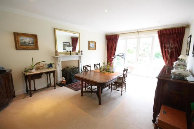 40 Wolesey Road East Molesey Dining 1.jpg