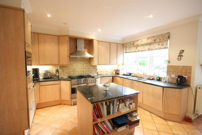 40 Wolesey Road East Molesey kitchen 1.jpg