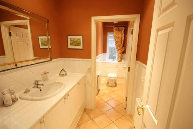 40 Wolesey Road East Molesey Cloakroom.jpg