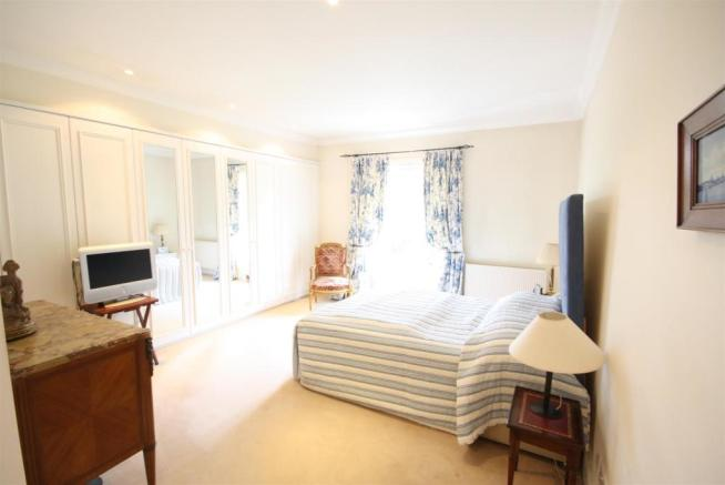 40 Wolesey Road East Molesey bed 1 .jpg