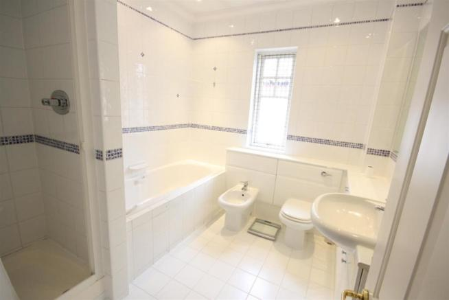 40 Wolesey Road East Molesey bed 1 ensuite.jpg