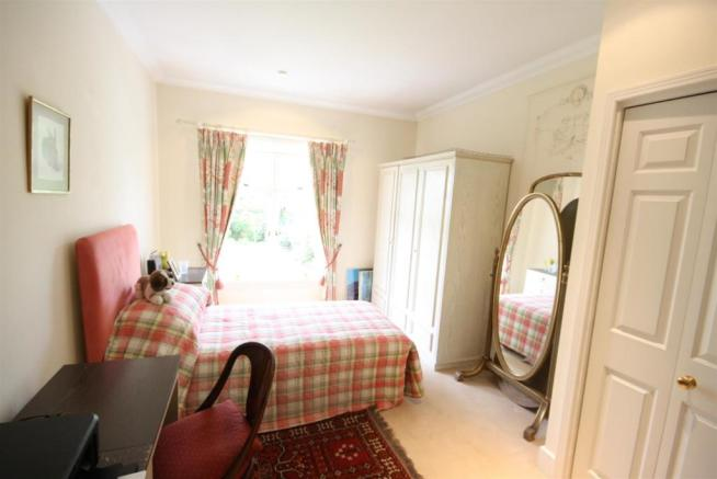 40 Wolesey Road East Molesey bed 5.jpg