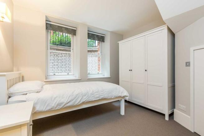 Artlillery Mansions 22 - bed-3