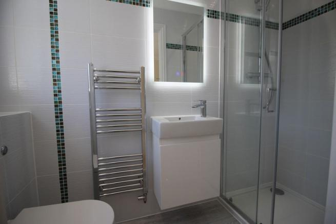 EN SUITE SHOWER / WC
