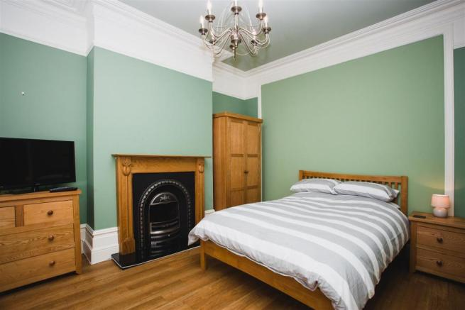 48 Festing - bedroom 1 (002).jpg