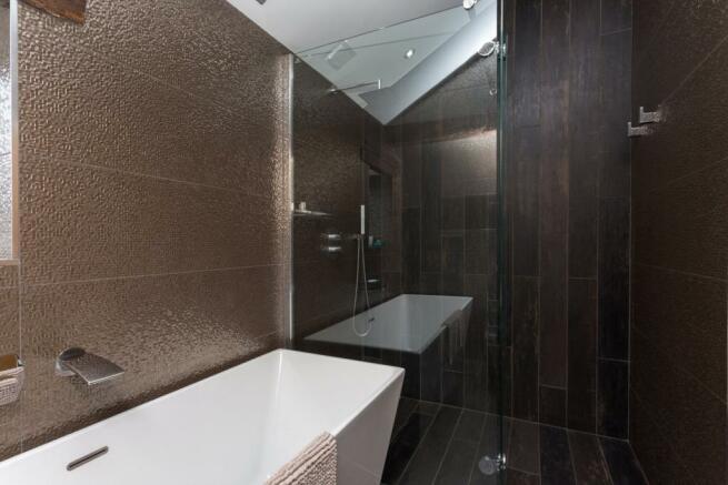 Family Bathroom (B)