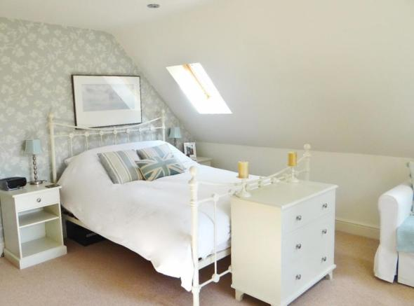 Pond guest bed (1).jpg