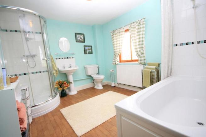 HOUSE BATHROOM/ W.C.