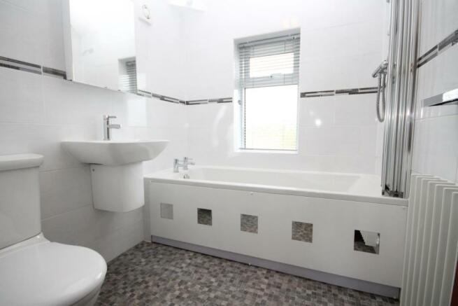 HOUSE BATHROOM/ W.C.