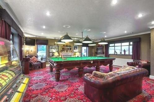 Pool Room & Bar