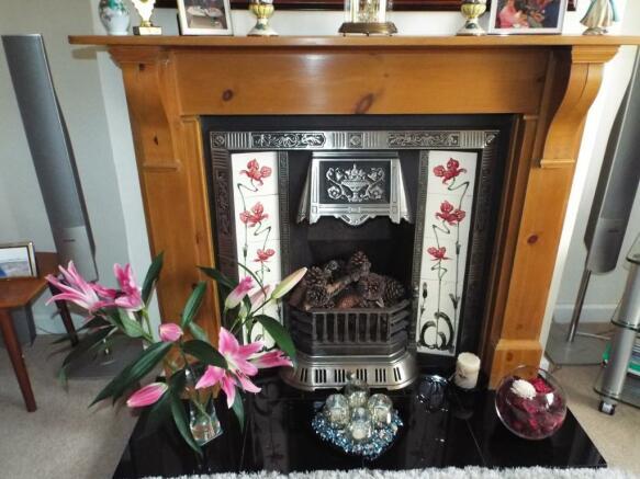 Decorative fire plac