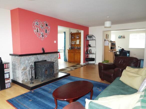 Lounge area into Din