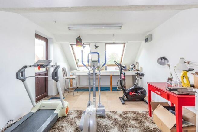 Studio/Workshop/ Bed